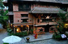 Katmandu - Sobrevoando o vale de Kathmandu é fácil imaginar que antigamente estivesse inundado sob águas de um enorme lago e segundo conta a lenda, Manjushri, um discípulo de Buda, alçou sua espada de sabedoria para criar um espaço entre as montanhas, drenando assim toda água deixando um vale fértil.