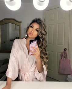 Hair Care Tips That You Shouldn't Pass Up. If you don't like your hair, you are not alone. Wavy Hair, New Hair, Hair Inspo, Hair Inspiration, Double Chin Hairstyles, Tumbrl Girls, Pretty Hairstyles, Hair Looks, Ideias Fashion