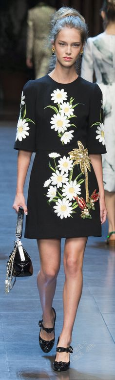 This spring, it has been a common trend among multiple designers to have large embroideries and bold designs on their pieces. Prada has essentially set this trend in place, and many other designers have followed after. Julia Hines