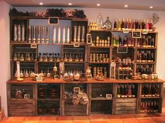 Shop fittings made out of wooden crates. Higgledy and piggledy Apple Crate Shelves, Wooden Crate Shelves, Diy Wooden Crate, Apple Crates, Wood Crates, Wooden Crate Retail Display, Deco Restaurant, Diy Regal, Bar Displays