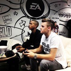 Dioni Jurado Gomez And Cassius regilio verbond playing FIFA 15