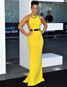 ALICIA KEYS Keys lit up the Annual ARIA Awards 2013 in a sunny Stella McCartney gown, complete with a gold belt and a chunky gold chain necklace. Gala Gonzalez, Stella Mccartney, Gorgeous Prom Dresses, Alicia Keys, Celebrity Look, Celebrity Dresses, Keira Knightley, Red Carpet Fashion, Yellow Fashion