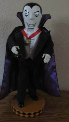 HALLOWEEN DECORATIONS DRACULA NUTCRACKER NUTCRACKERS BATS GHOSTS WITCHES