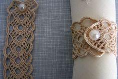 Crochet Home, Love Crochet, Crochet Shawl, Jute Crafts, Diy And Crafts, Table Etiquette, Crochet Halter Tops, Deco Table, Crochet Accessories