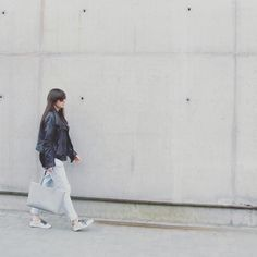 Gum Tote on the street❤️ www.lull.com.pl  #lullbag #lull #bags #leather #leatherjacket #lulldesign #streetphotography #streetstyle #fashionaddict #fashionblog #minimal #industrial #street #grey #naturalleather #wmagazine #minimalmood #simple #city #style