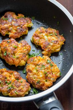 shrimp recipes Dip these Cheesy Shrimp Cakes in the irresistible lemon aioli sauce. One of our favorite shrimp recipes! The cheese creates an irresistible cheese pull inside and it forms a golden crust on the outside. Baked Shrimp Recipes, Shrimp Recipes For Dinner, Seafood Recipes, Appetizer Recipes, Cooking Recipes, Healthy Recipes, Jalapeno Recipes, Cheesy Recipes, Keto Recipes
