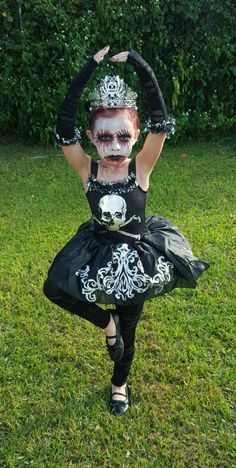 Kids Halloween Costumes Ideas to keep up with their mastermind pranks; Check out Halloween Costumes for kids here. Halloween Dress Up Ideas, Halloween Ball, Halloween Horror, Halloween Kids, Halloween Makeup, Girl Zombie Costume, Wind Up Doll Costume, Zombie Kid, Zombie Costumes