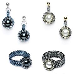 Peeking pearls rings and earrings: peyote stitch