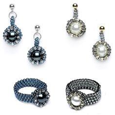 Peeking pearls rings and earrings: peyote stitch