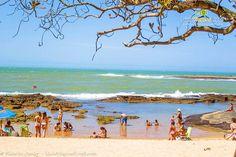 82 quilômetros de Vitória é o percurso até Guarapari, uma das praias mais bonitas do Espírito Santo e reduto dos mergulhadores. Saiba mais >>> http://www.guiaviagensbrasil.com/blog/areia-mar-terra-e-montanha-a-bela-guarapari-no-es/