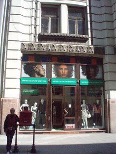 Fachada de la tienda Benetton en Budapest (Hungría)