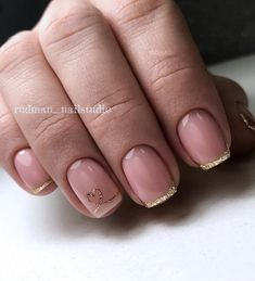 Whether you are going to opening an exclusive restaurant or to work, with this manicure you will look very seductive.