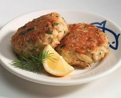 Easy, delicious and healthy Louisiana Crab Cakes recipe from SparkRecipes. See our top-rated recipes for Louisiana Crab Cakes. Hcg Diet Recipes, Skinny Recipes, Cooking Recipes, Healthy Recipes, Healthy Tuna, Healthy Protein, Healthy Dinners, Healthy Eating, Crab Cake Recipes