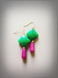 Orecchini pendenti con giada verde e radice di rubino fucsia di LesJoliesDePanPan su Etsy