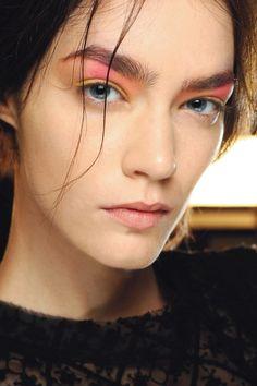 Peter Som. http://votetrends.com/polls/369/share #makeup #beauty #runway…