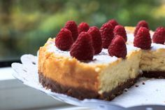Delicious cheesecake with white chocolate and strawberries (and bastogne cookies, mmm! Baking Recipes, Cake Recipes, Cake Bites, Mini Cheesecakes, Happy Foods, Strawberry Cheesecake, Cake Cookies, Cupcakes, High Tea