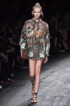 Valentino Spring 2016 Ready-to-Wear Fashion Show - Piene Burgers