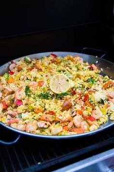 Paella med lax och räkor Seafood Dishes, Fish And Seafood, Healthy Snacks, Healthy Recipes, Zeina, Recipes From Heaven, Fish Recipes, Food For Thought, Food Inspiration