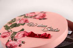 Dzięki kreatywnym pomysłom, przy doborze prezentów, można stworzyć niezapomniany prezent i świetną pamiątkę ze ślubu :)