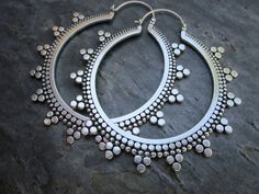 Earrings by Sasha Bell - 'Tribal Hoops' Sterling silver I Love Jewelry, Tribal Jewelry, Indian Jewelry, Jewelry Box, Silver Jewelry, Jewelry Accessories, Jewelry Design, Jewelry Making, Tribal Earrings