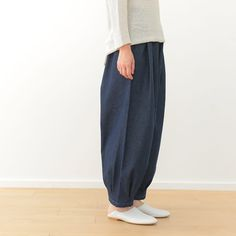 タック入りサーカスパンツの製図・型紙と作り方 | nunocoto fabric Cotton Pants, Linen Pants, Fashion Pants, Diy Fashion, Kurti Neck Designs, Love Sewing, Pants Pattern, Sewing Clothes, Sewing Hacks