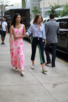 Paparazzi are best braved with a friend #NYFW
