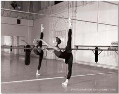 Ideas photography dance flexibility ballet for 2019 Ballet Class, Ballet Dancers, Ballerinas, Ballet Barre, Black Dancers, Dance Class, Dance Photos, Dance Pictures, Lets Dance