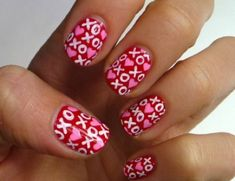 Romantic Valentine Nail Art Designs & Ideas for Valentine's Day contains the best & cute nail art patterns to spice up the romantic event spreading the love Valentine's Day Nail Designs, Holiday Nail Designs, Simple Nail Designs, Holiday Nails, Nails Design, Pretty Designs, Love Nails, Pretty Nails, My Nails