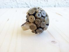 Round Paper Bead Ring Vintage Newspaper by LeftysHandcrafts Paper Jewelry, Paper Beads, Etsy Jewelry, Handmade Jewelry, Unique Jewelry, Beaded Rings, Beaded Jewelry, Diy Jewellery, Quilling