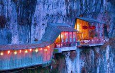 Fangweng restaurant suspendu a la falaise 8   Fangweng le restaurant suspendu à la falaise   restaurant photo image grotte Fangweng falaise ...