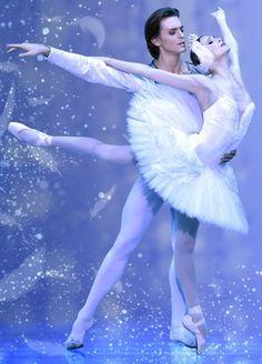 """Svetlana Zakharova and Denis Rodkin in """"Swan Lake""""  Photo: from the poster of """"Bolshoi Ballet Japan Tour 2017"""" © Japan Arts"""