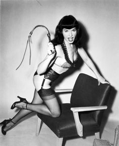 Bettie Page is the most famous and admired American pin-up fetish model of the Marilyn Monroe, Nylons, Bettie Page Photos, Pin Up Photos, Pin Up Photography, Pin Up Models, Pin Up Style, Showgirls, Sensual