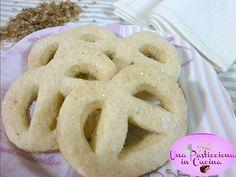 Biscotti Danesi: chiamati anche Danish Butter Cookies, sono i deliziosi biscotti al burro tipici della Danimarca, venduti di solito nelle scatole di latta