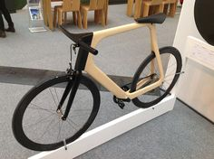 KEIM : Le vélo Alérion Wooden Bicycle, Wood Bike, Velo Design, Bicycle Design, Design Design, Velo Vintage, Vintage Bicycles, Pedal, Ideas