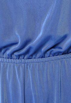 Macacão Colcci Comfort Bojo Azul - Compre Agora | Dafiti Brasil   Macacão Colcci Comfort Bojo azul, com bojo, recorte vazado e ajuste por elástico na cintura. Modelagem reta com fendas e gancho médio.  O Macacão Colcci Comfort Bojo é confeccionado em tecido de toque leve sobre o corpo. INFORMAÇÕES  SKUCO515APF49LKS ModeloCOLCCI 540100337 MaterialPoliamida Composição100% poliamida CorIncolor LavagemLavar a mão ERP ID318910 Fifth level of the hierarchy of ERP10523001
