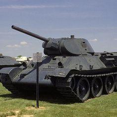 Który model czołgu został wyprodukowany w największych ilościach podczas II wojny światowej? T-34.  T-34 (na zdjęciu) ustępuje w całkowitej ilości wyprodukowanych sztuk jedynie swemu następcy z czasów zimnej wojny, T-54. Do końca roku 1945 wyprodukowano łącznie ponad 57,300 sztuk tego czołgu.