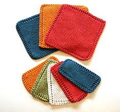 In this tutorial, we get started on a little project to practice the Portuguese knitting style. This pattern is written especially for Portuguese Knitting, because the garter stitch is worked by purling every row. Knitted Washcloth Patterns, Knitted Washcloths, Dishcloth Knitting Patterns, Crochet Dishcloths, Loom Knitting, Free Knitting, Crochet Patterns, Sweater Patterns, Knitting Machine