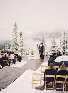 Intimate mountain wedding. Winter wedding inspiration for new couples. #winterwedding #holidayweddings