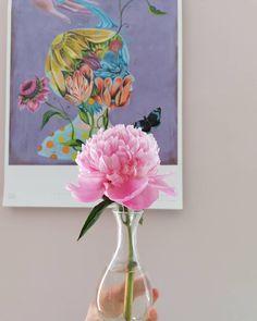 Bud vases 💕 a VIP in our home 💟 with @olafhajek #florist #flowers #weddingflorist #weddingflowers #wedding #flowersofinstagram #flowershop #bouquet #smallbusiness #chislehurst #kent #gardening Bud Vases, Vip, Glass Vase, Wedding Flowers, Bouquet, Gardening, Painting, Instagram, Home Decor