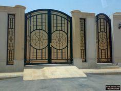 Gate Wall Design, Iron Gate Design, Door Design, Wrought Iron Driveway Gates, Metal Gates, Main Door, Main Gate, 4 Bedroom House Designs, Door Gate