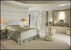 The Hollywood Regency style originated in the golden age of Hollywood. Description from decortoadore.net. I searched for this on bing.com/images