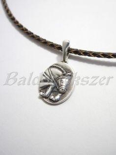 Ezüst antikolt díjugró ló medál Silver Horse, Pocket Watch, Equestrian, Pendants, Horses, Pendant Necklace, Bracelets, Accessories, Jewelry