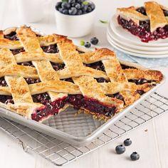 Tarte aux bleuets Fruit Recipes, Cooking Recipes, Healthy Recipes, Best Blueberry Pie Recipe, Biscuits Graham, Pie Dessert, Coco, Waffles, Brunch