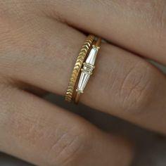Beautiful Engagement Rings, Vintage Engagement Rings, Bridal Rings, Wedding Rings, Unique Wedding Bands, Wedding Stuff, Wedding Ideas, Vintage Diamond Wedding Bands, Geometric Wedding