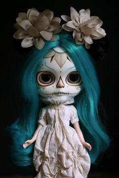 Dia de los Muertos Calavera Blythe postcard por melancholykitties