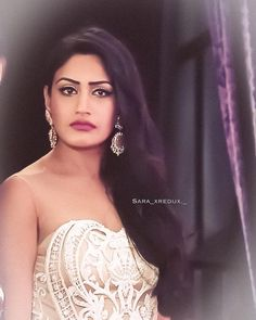 Surbhi chandna look - فيديو Dailymotion Anika Ishqbaaz, Surbhi Chandna, Hindus, Beautiful One, Indian Girls, Love Her, Diva, Cute, Collection