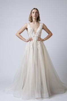 Wedding Bells, Wedding Bride, Dream Wedding, Elegant Bride, Beautiful Bride, Latter Day Bride, Wedding Dress With Feathers, Man And Wife, Western Dresses