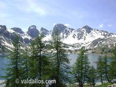 Lac d'Allos, le plus grand lac naturel d'altitude d'Europe. #valdallos www.valdallos.com photo office de tourisme du Val d'Allos #mercantour #lac #montagne