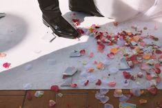 Per far felice una sposa, o meglio, per augurare l'eterna felicità a una fresca coppia di coniugi, è sufficiente... un piatto rotto. Un piatto in ceramica, non per forza costoso, che però sia ben tenuto, integro e non presenti sbeccature. La funzione imprescindibile di questo piatto? Deve andare in mille pezzi...