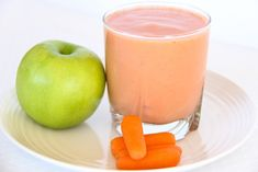 There was a time when Type 2 diabetes was commonly referred to as adult onset diabetes. It used to be rare for type 2 diabetes to appear within children. Type 1 diabetes is associated with the body not producing the insulin needed to keep it running. Apple Carrot Smoothie, Apple Smoothies, Good Smoothies, Smoothie Blender, Strawberry Smoothie, Diabetic Desserts, Diabetic Recipes, Healthy Recipes, Young Living
